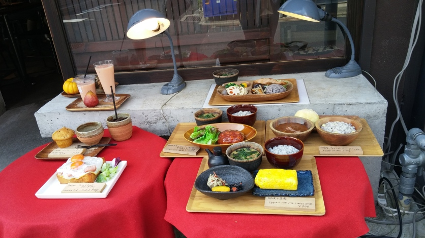 All of the foods shown here are plastic display foods kept outside the cafe!